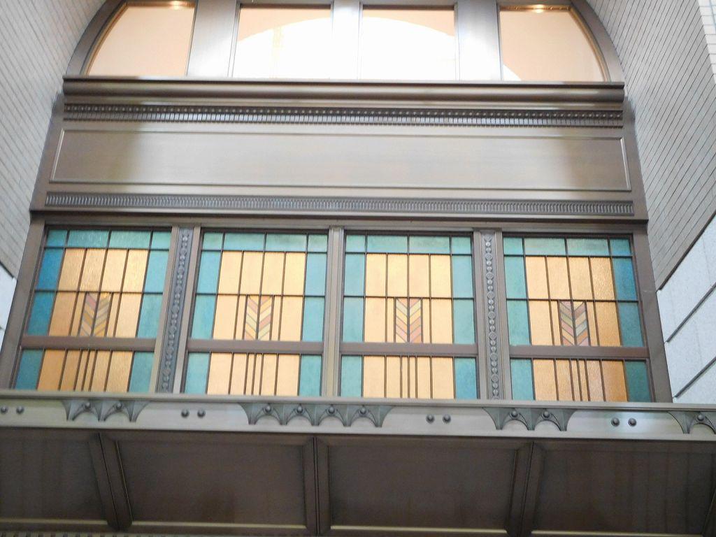丸ビル 大正12年竣工で当時のステンドグラス