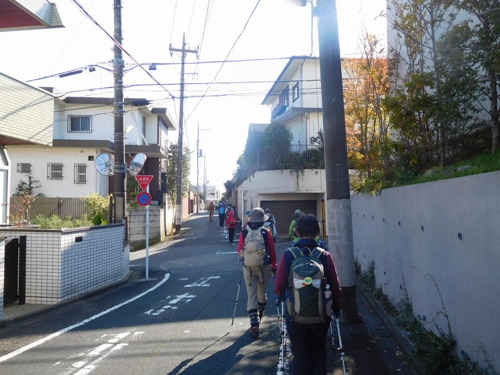 食事後 日本庭園から住宅地へ  二子玉川を目指す