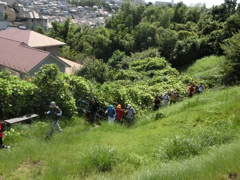 本日一番の坂道 稲荷前古墳群の坂を登る