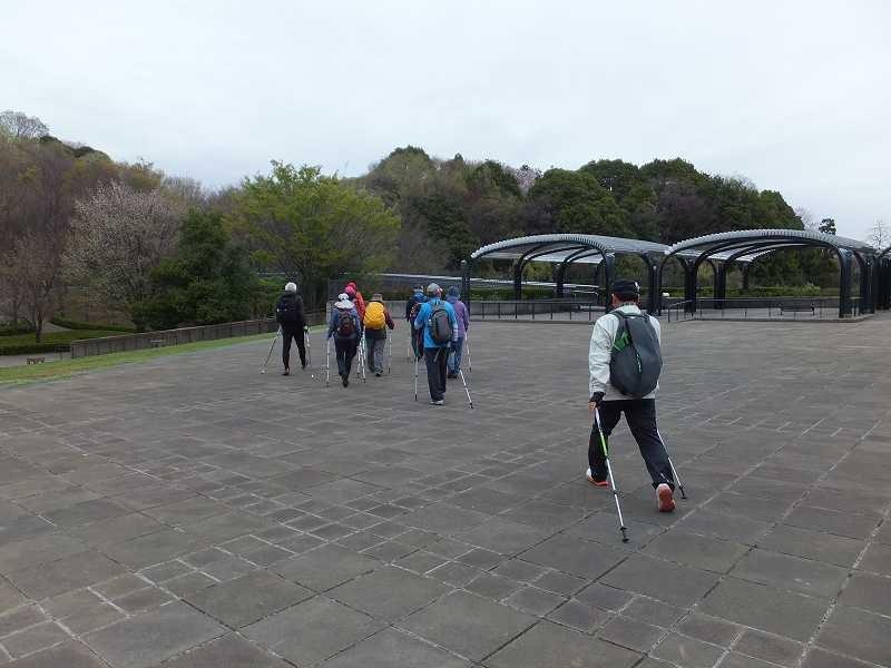 都筑中央公園でウォミングアップしスタート