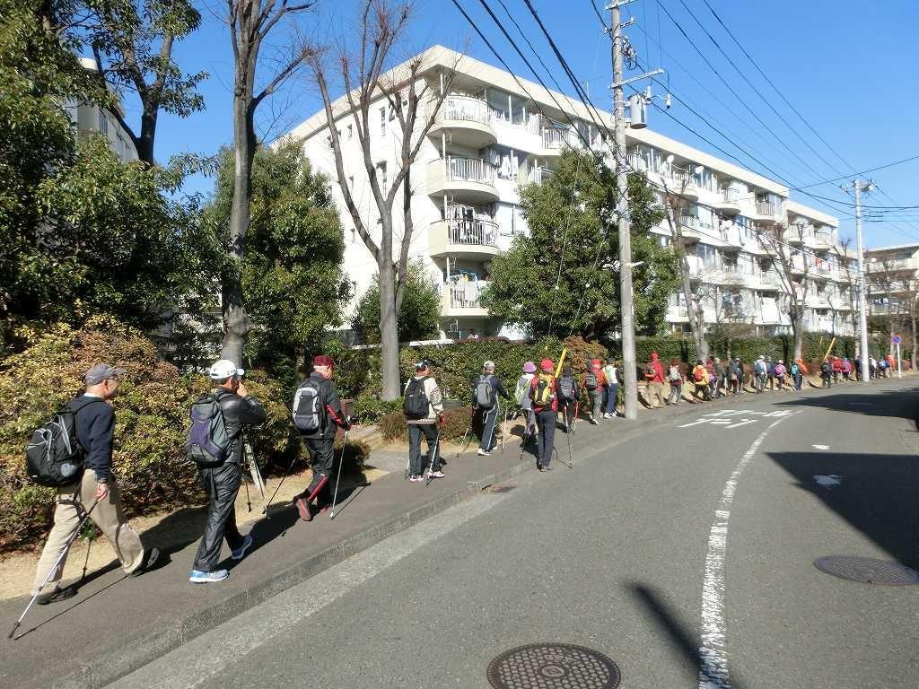 荏田南郵便局過ぎの住宅地をウォーキング