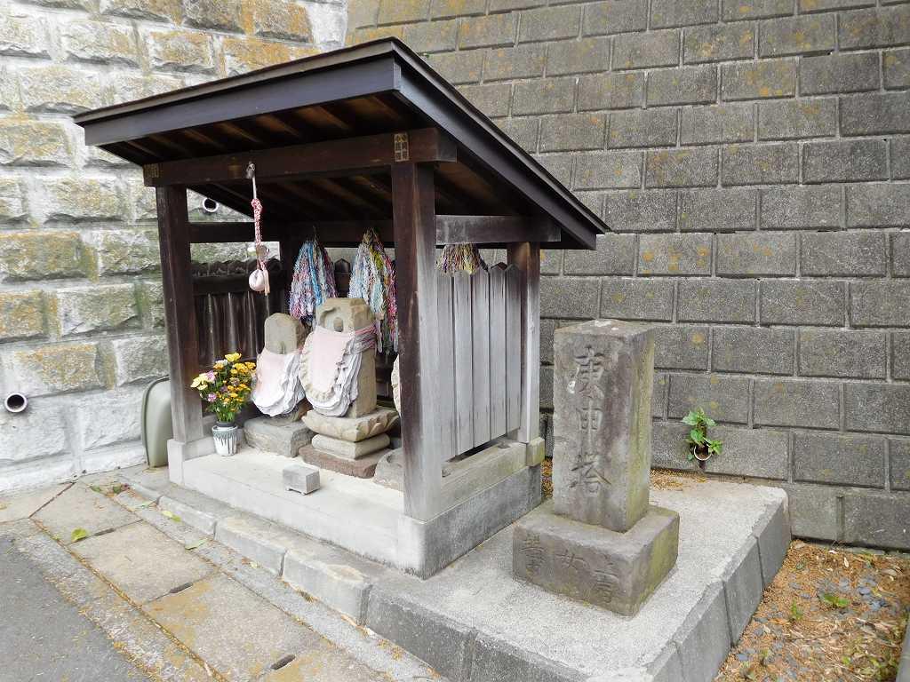 江戸中期創建していたという真福寺 山門前の庚申塔