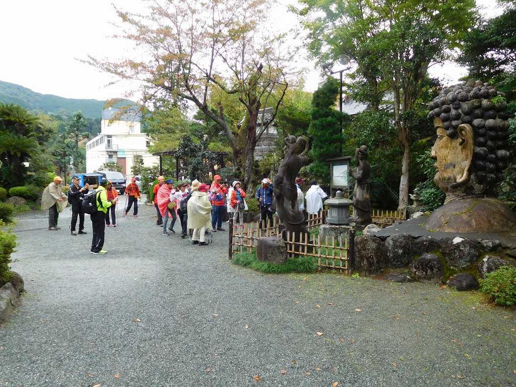 福泉寺到着 元は名古屋城へ安置されていた肩から上だけの「首大仏」
