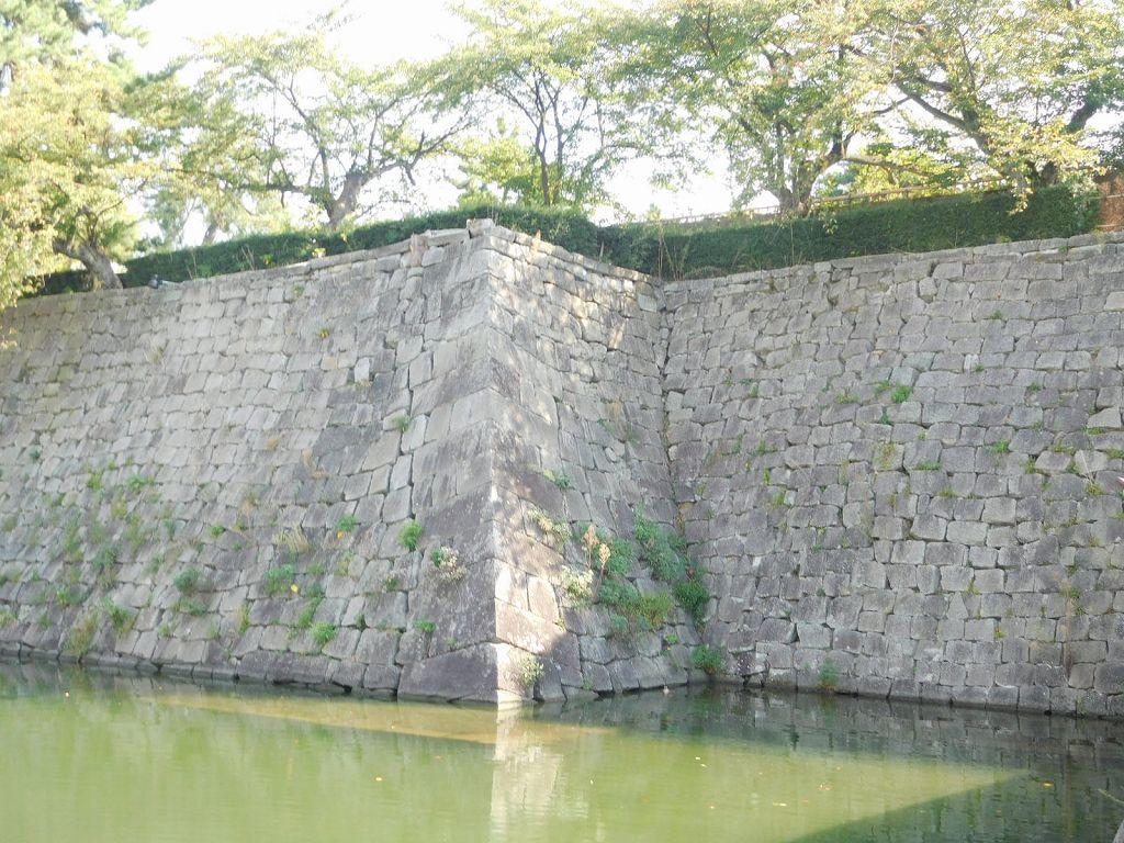 同上 堀と石垣