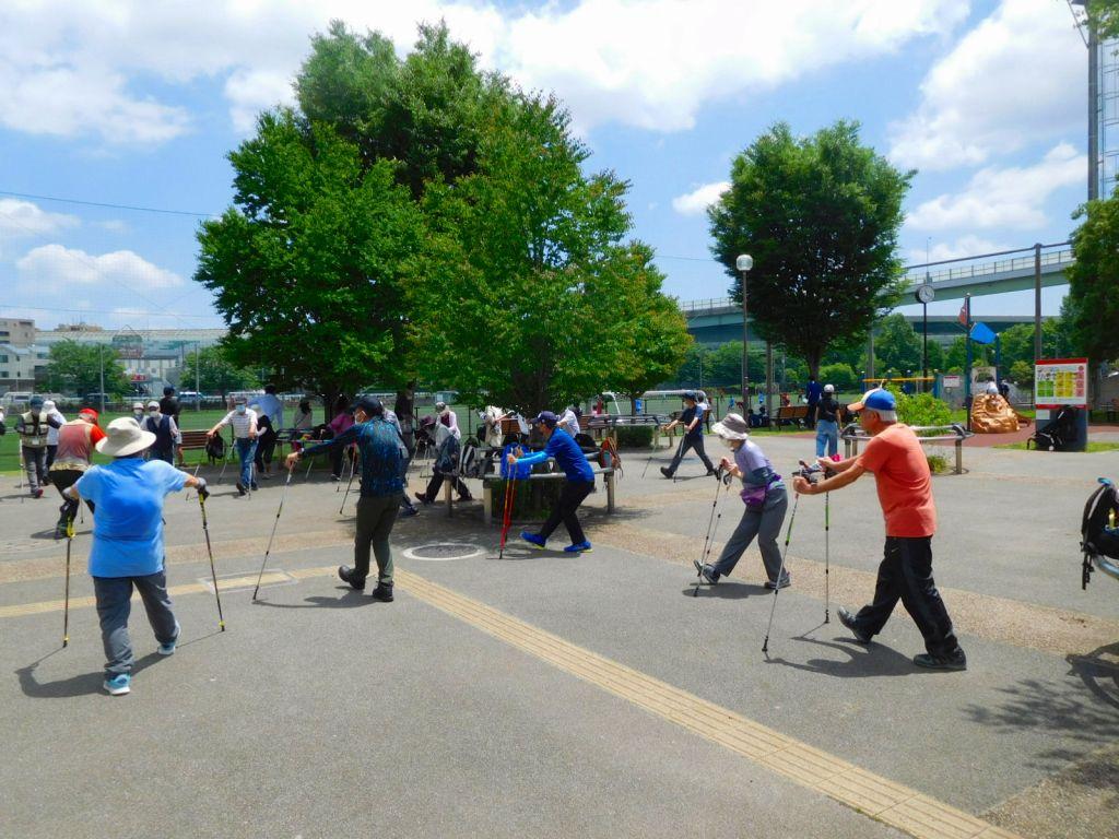 谷本公園でクールダウン バックはサッカー試合中です