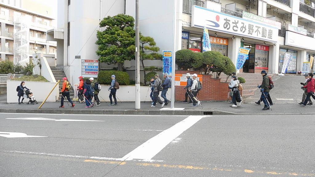 あざみ野駅前通りをウォーキング