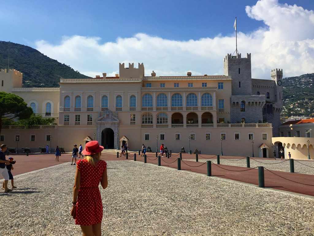 こちらはモナコ公国の王宮です