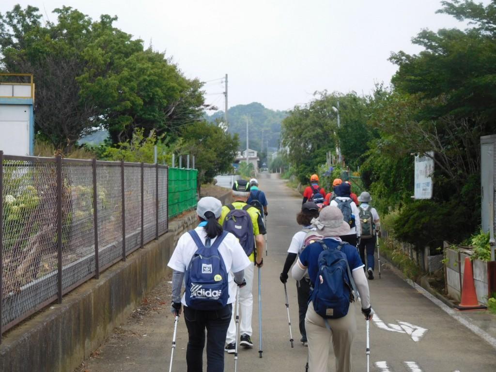横浜上麻生道路と分かれて農道に入る