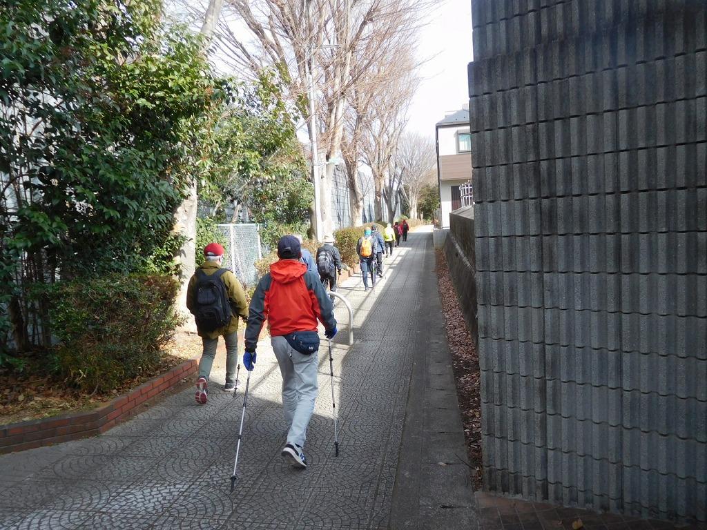 郵便局を通り過ごし遊歩道へ