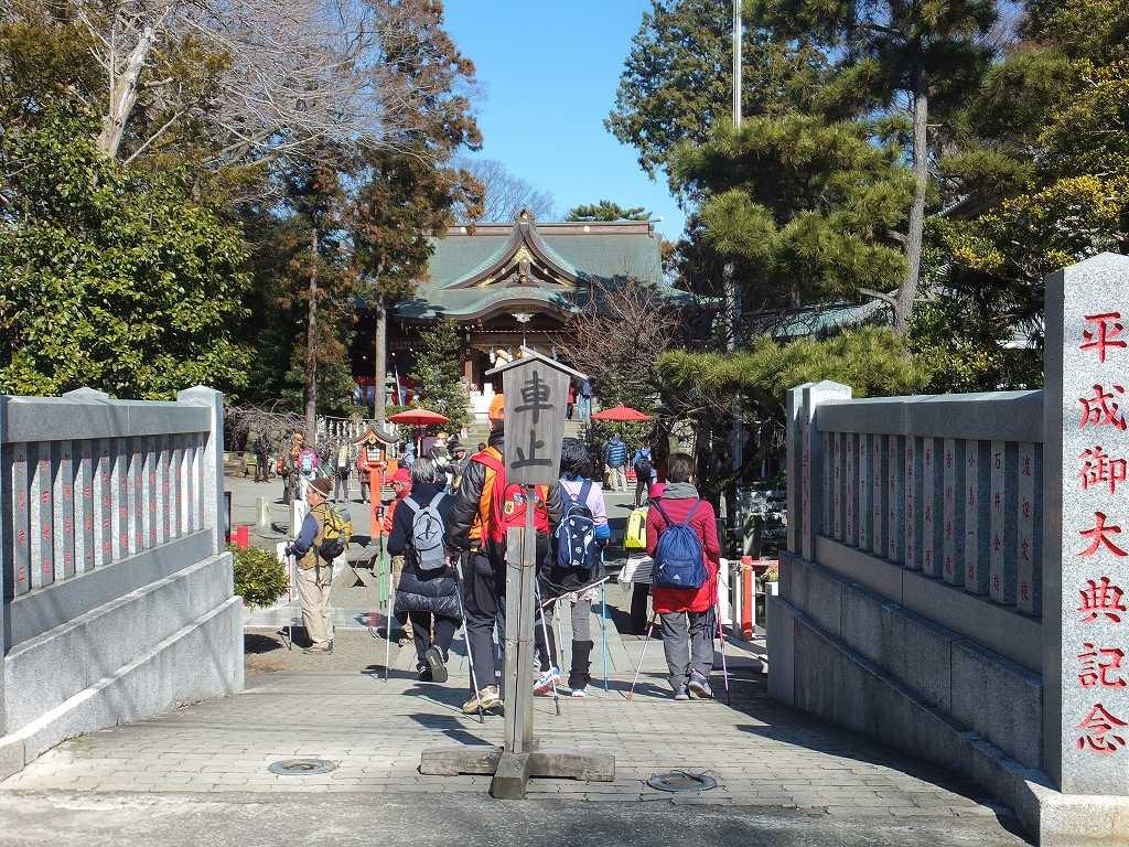 崇神天皇の御代の創建とされる「六所神社」で休憩