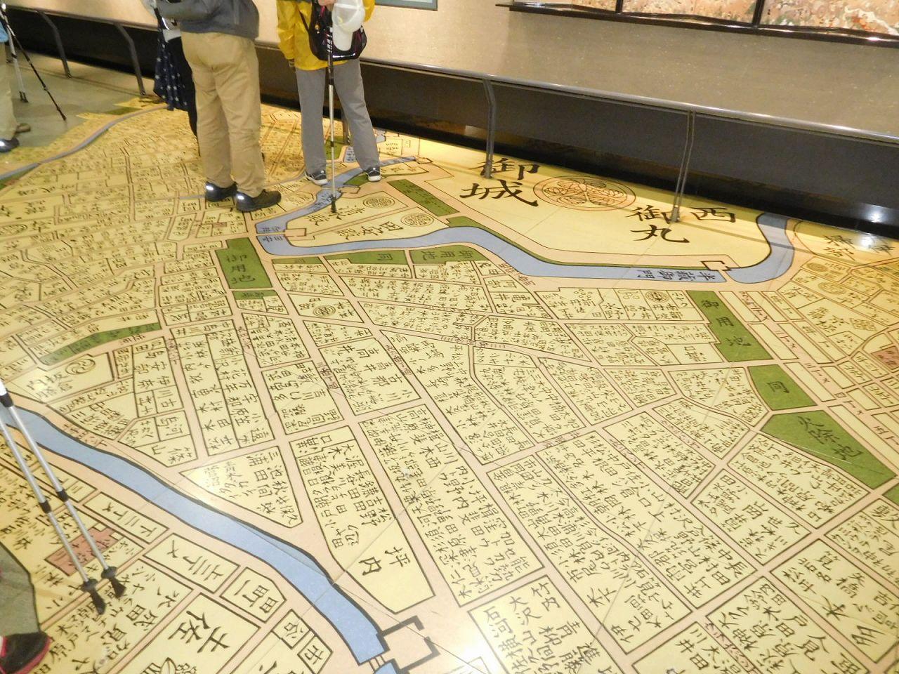 床には当時の屋敷名が書かれており、自分の名前を探す人も・・・