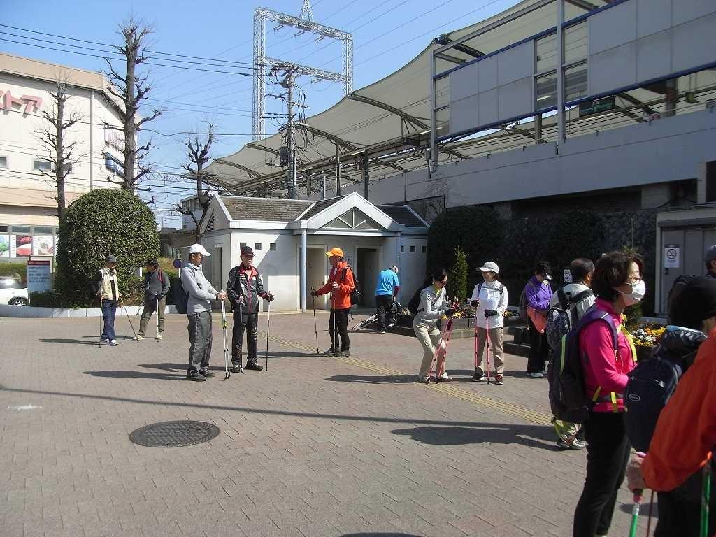 江田駅で隊列・列詰めを行う