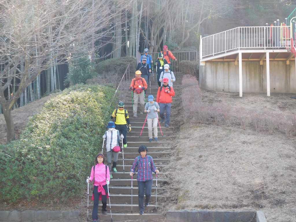 折田不動公園の降り階段、滑り台で降りてみたいとの声も有り