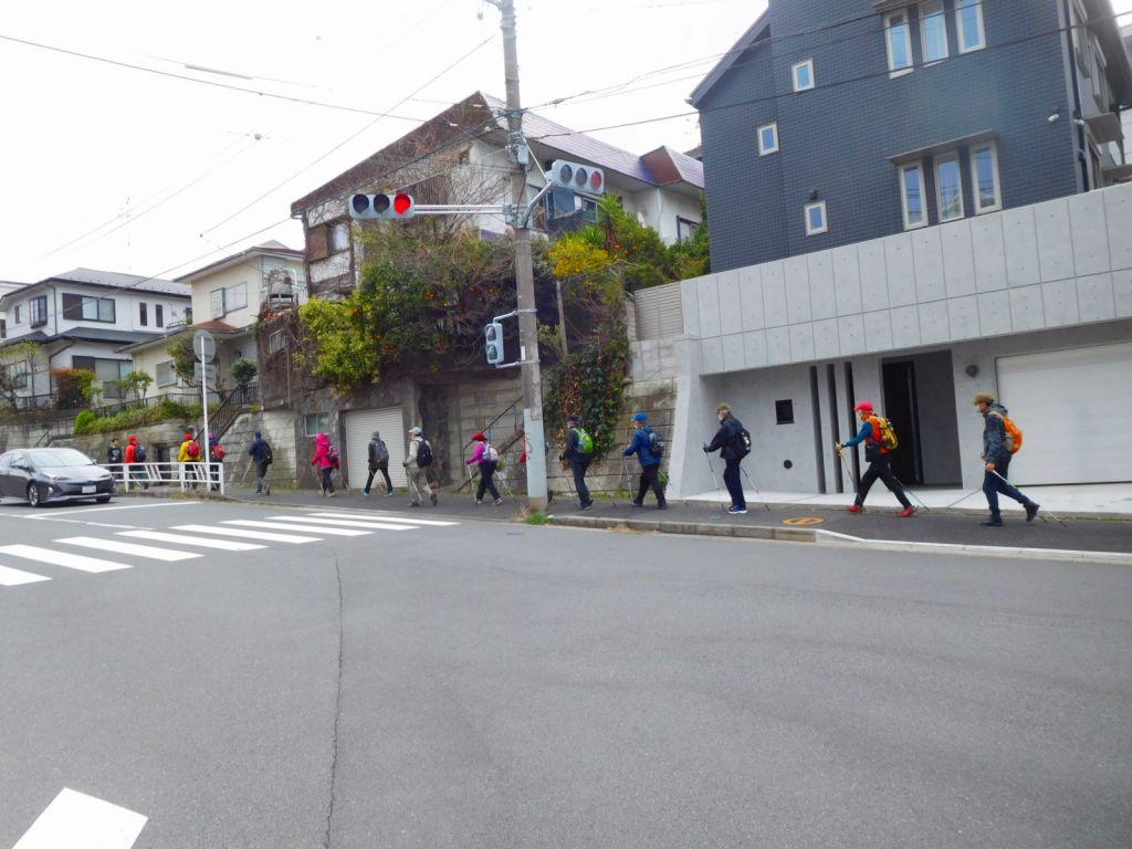 市ヶ尾町住宅地を歩く