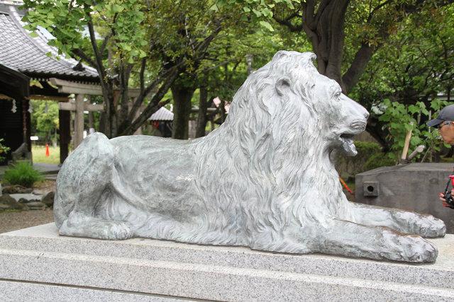 池袋三越前より移設寄贈されたライオン像