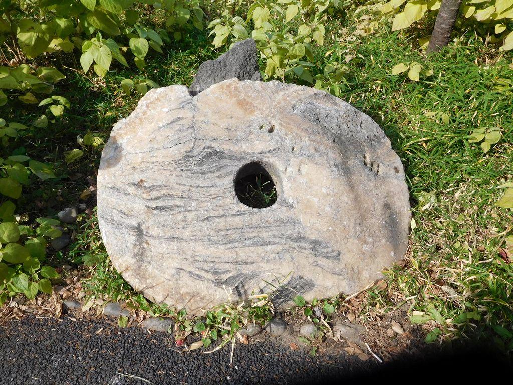 同上 南太平洋ヤップ島の石貨