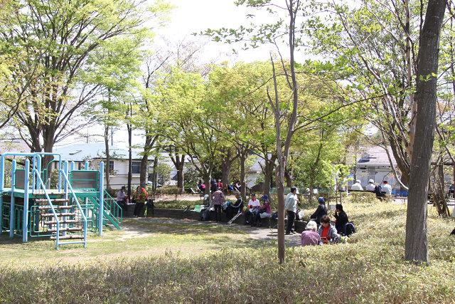 李久保公園で昼食タイム