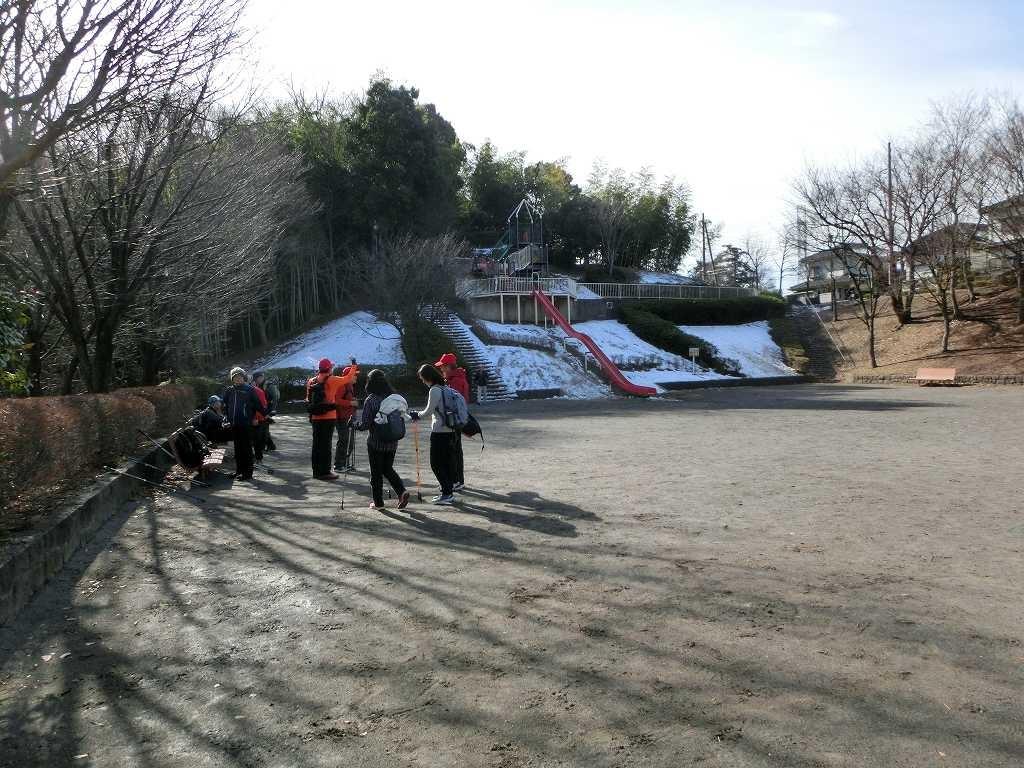 折田不動公園では日蔭部分に残雪が多いですね