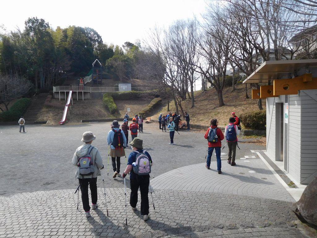 折田不動公園到着 観梅の前に休憩をとる