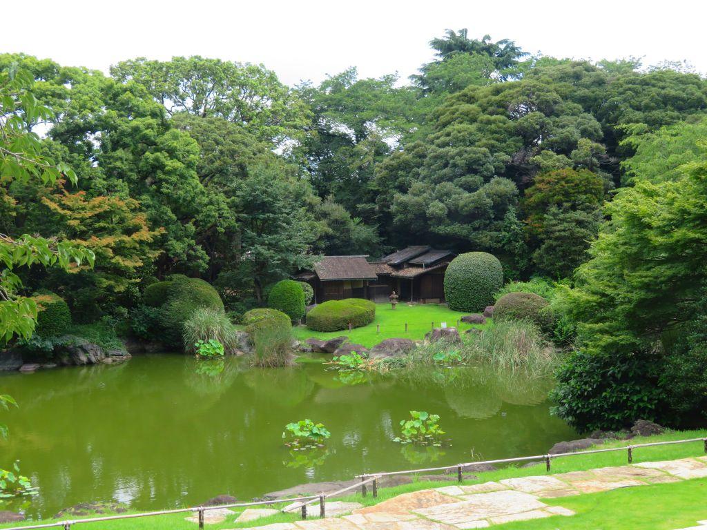 庭には多くの茶室