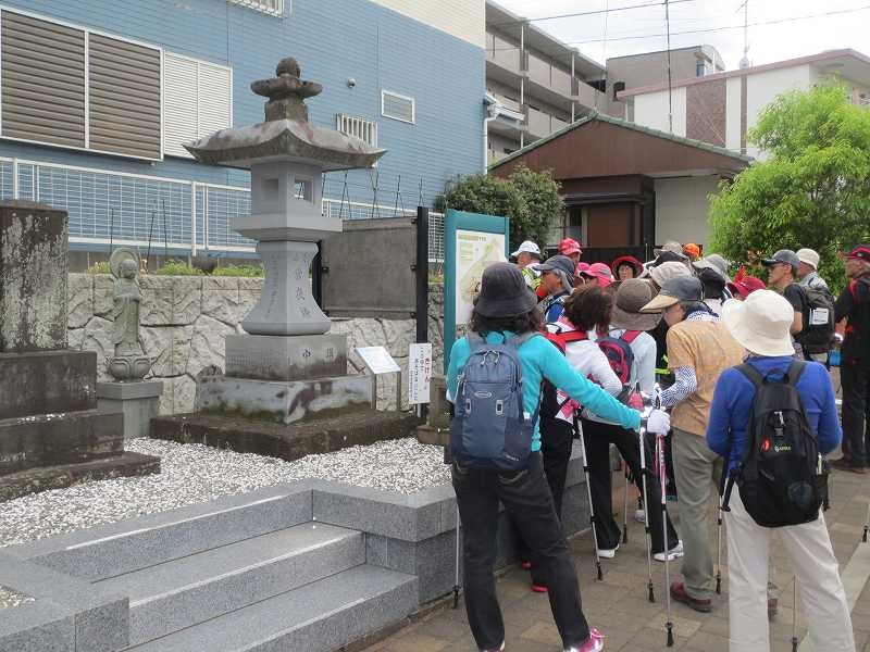 「下宿晴嵐」下宿常夜灯・石仏・石碑  常夜燈は横浜市の地域史跡に指定されている
