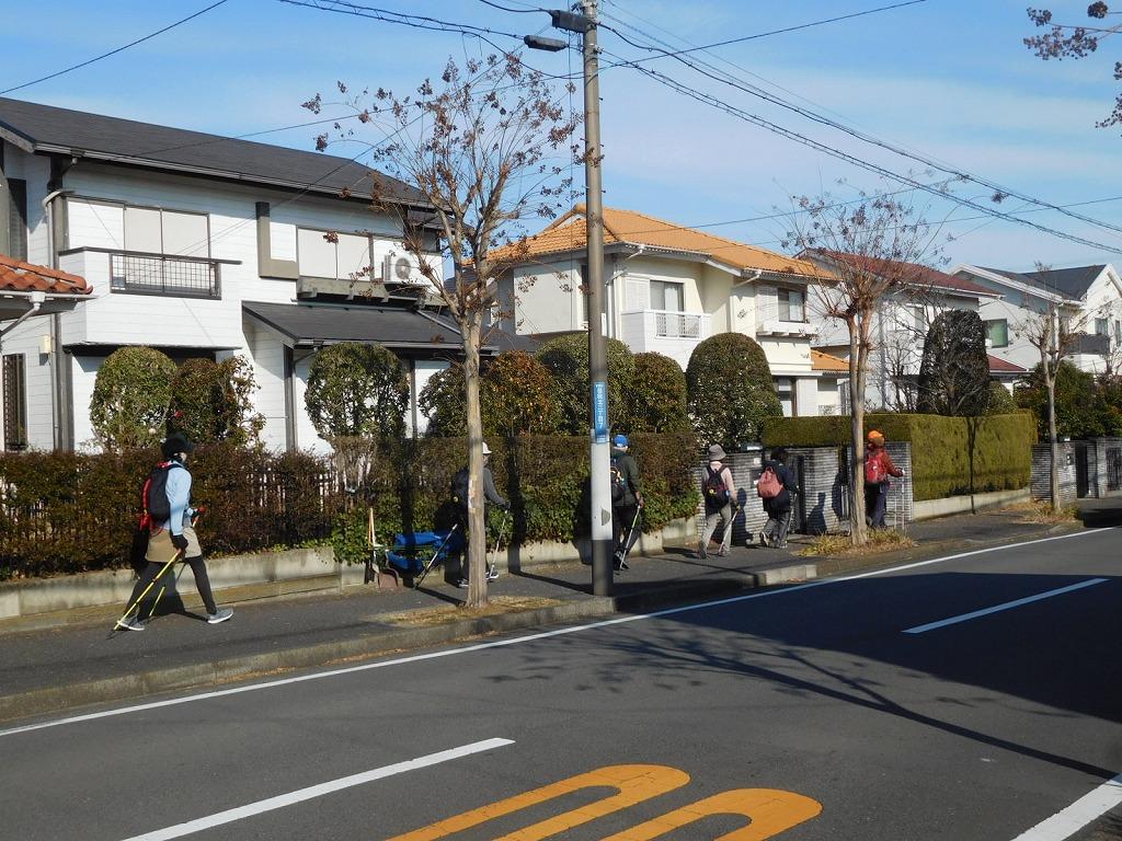 荏田北の住宅地 念町のせいか車が少ないです