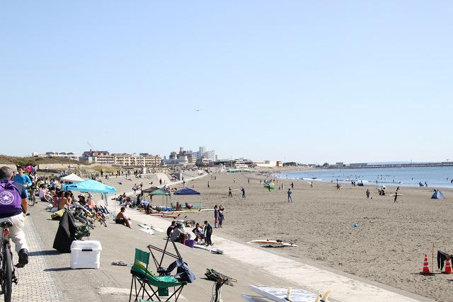 天気も良く湘南海岸は多くの人手