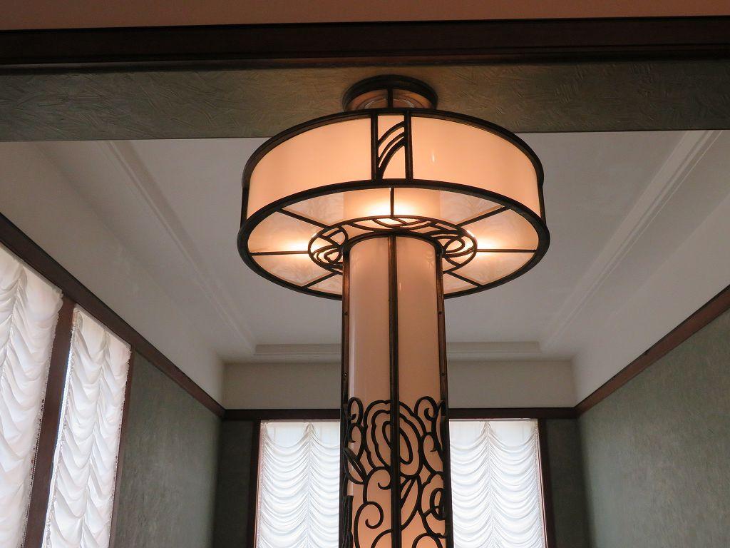 宮内省の内匠寮が手掛けた装飾性の高い「照明柱」