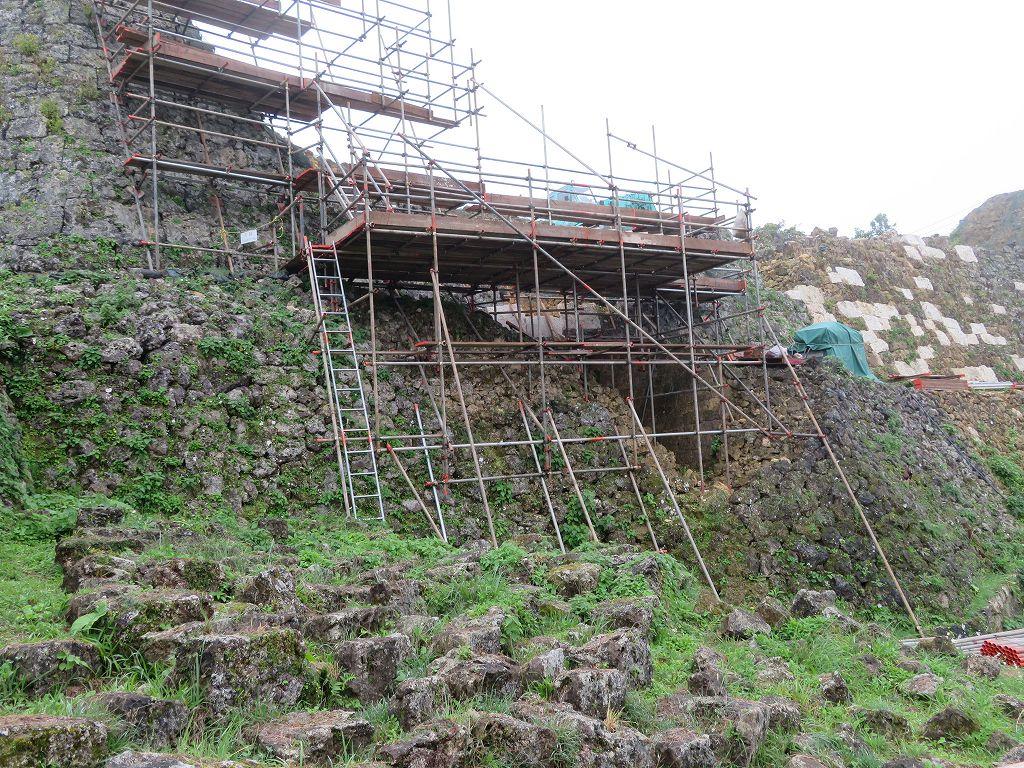 台風で崩壊した石垣