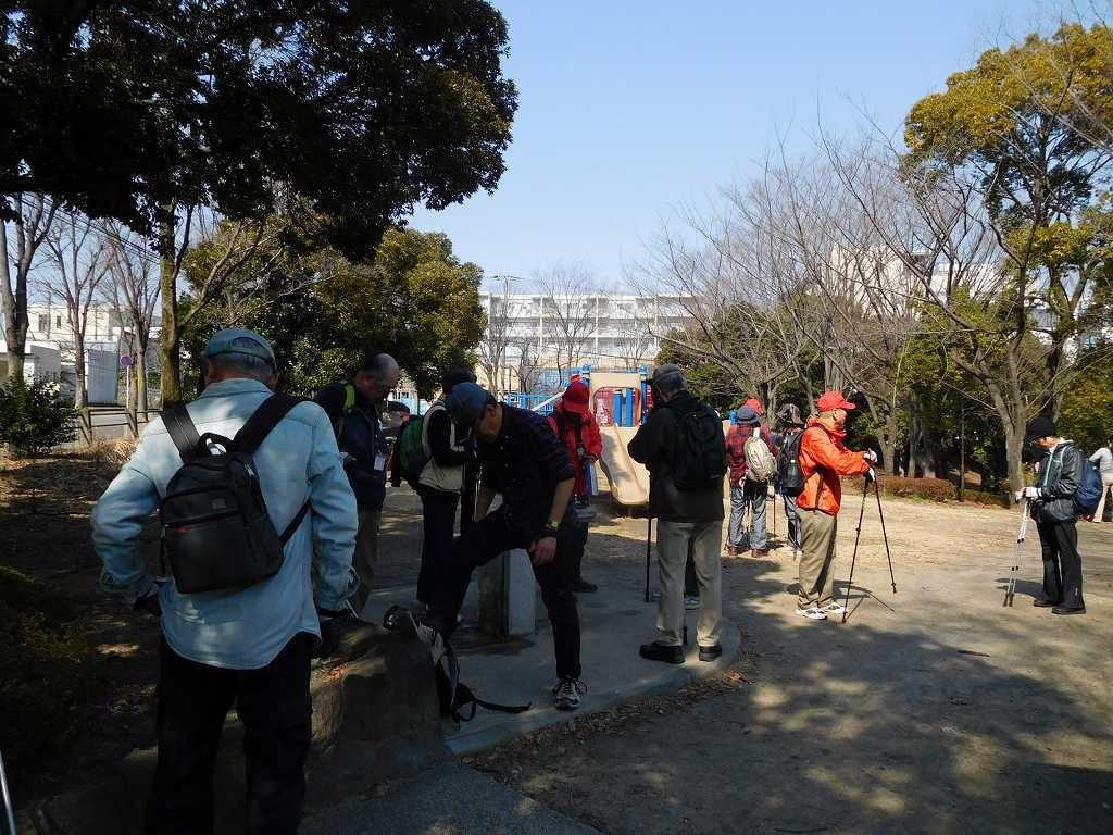 初めて訪れる荏田富士塚公園で小休止
