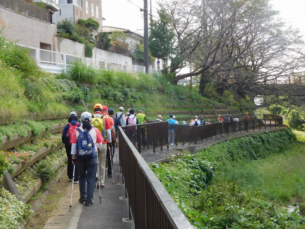 黒須田川は人通りも少なく歩きやすいです
