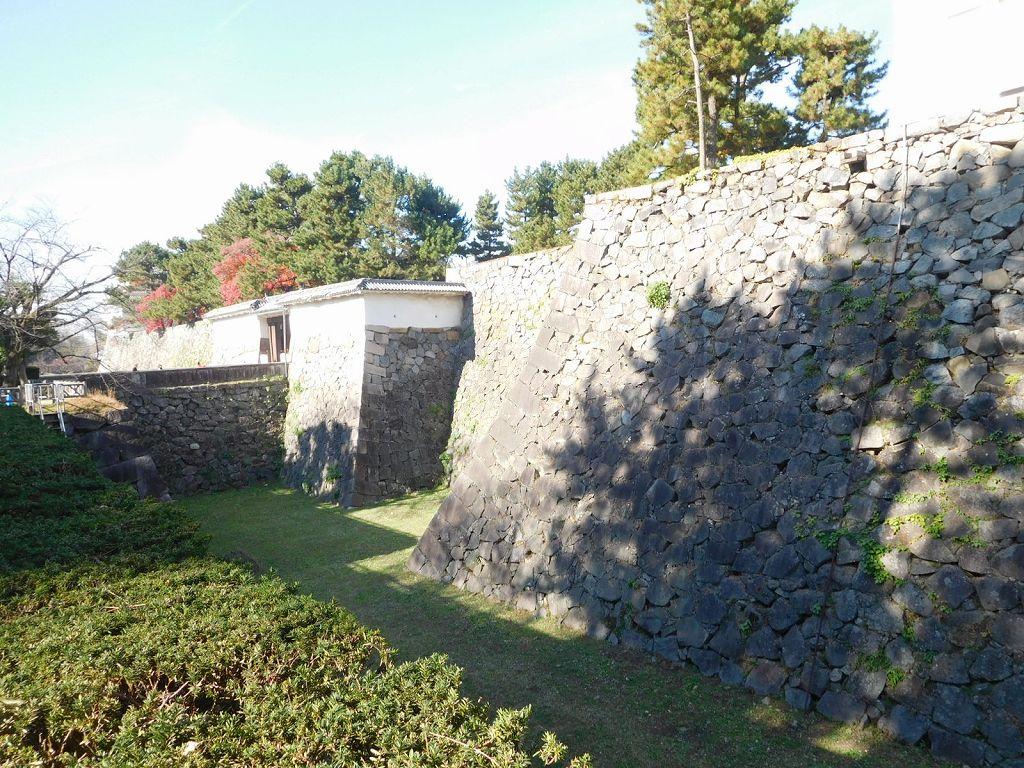 名古屋城は空堀です