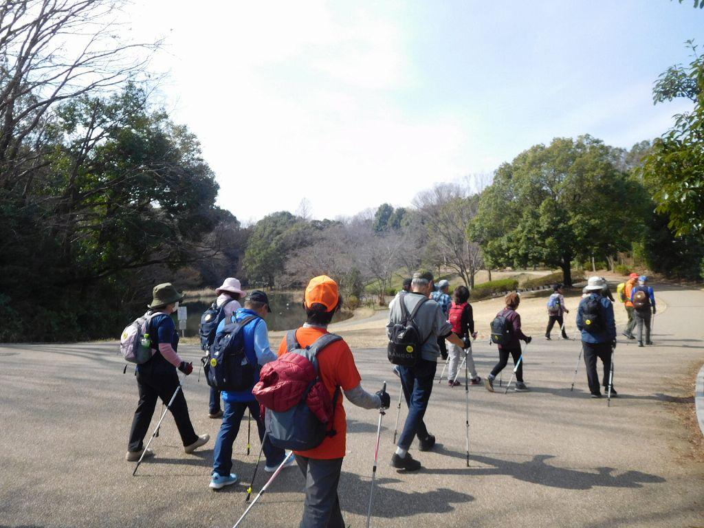 一班は鴨池公園を出発です