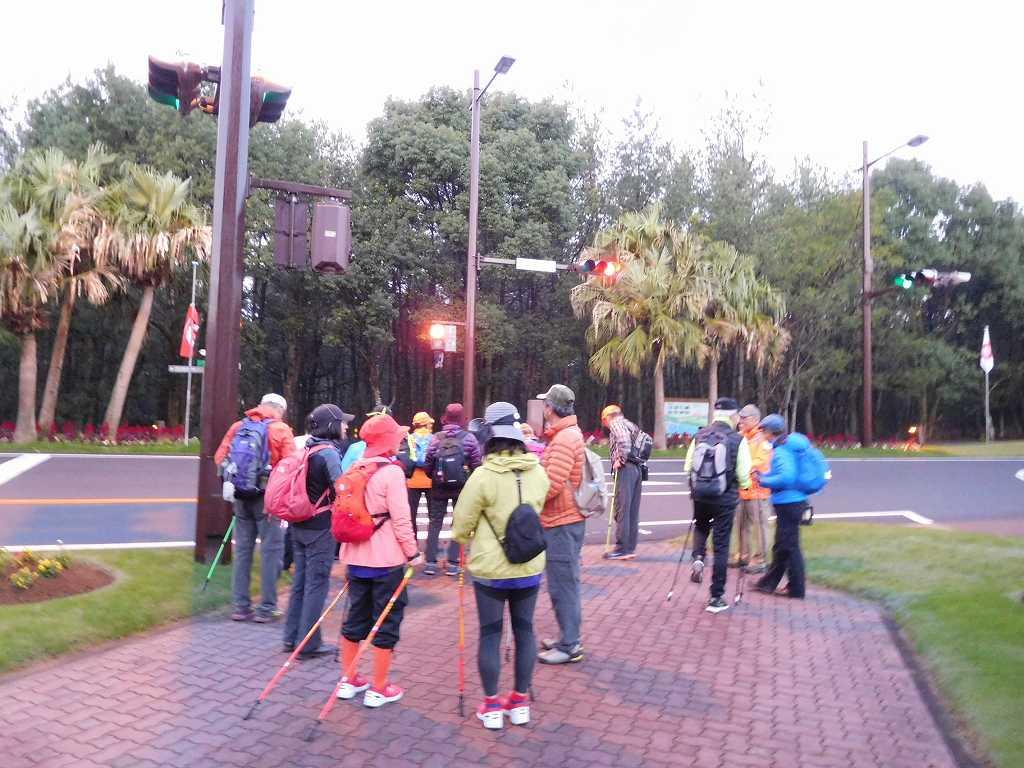 2日目の早朝NW 未だ薄暗いが軽く3kmを歩く