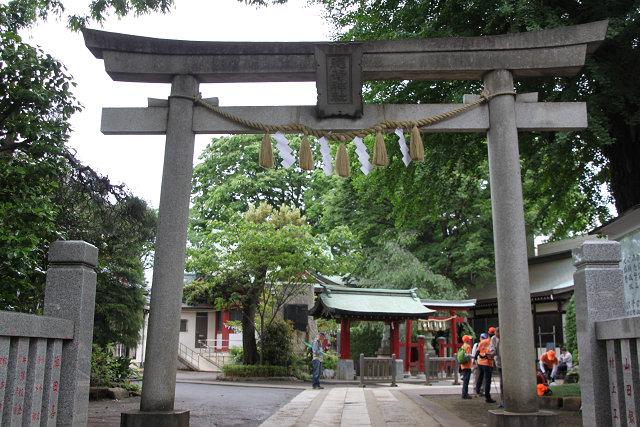 集合場所の稲荷森稲荷神社