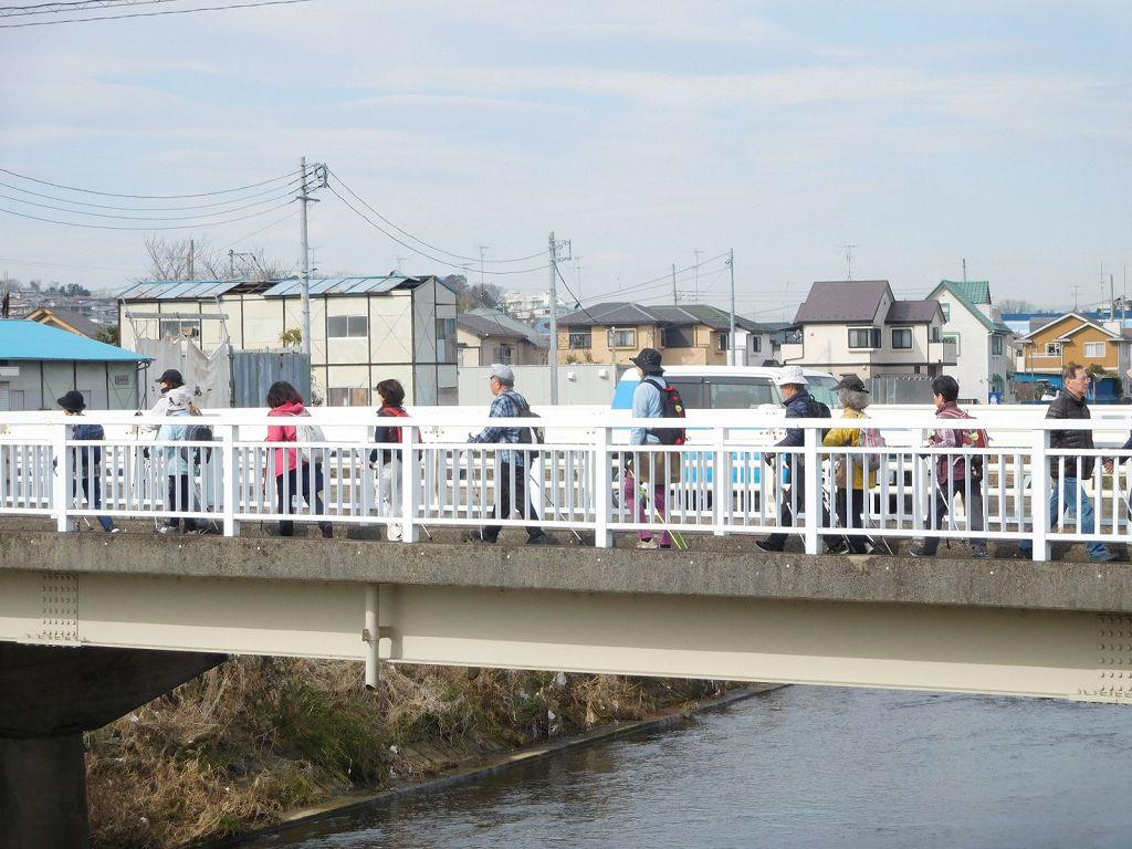 川間人道橋 皆さんしっかり前を向いて歩きましょう