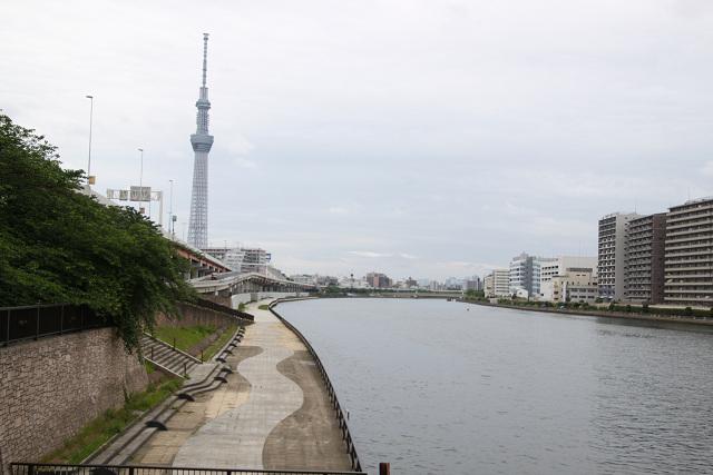 隅田川とスカイツリー 人影の無い写真も風情あり