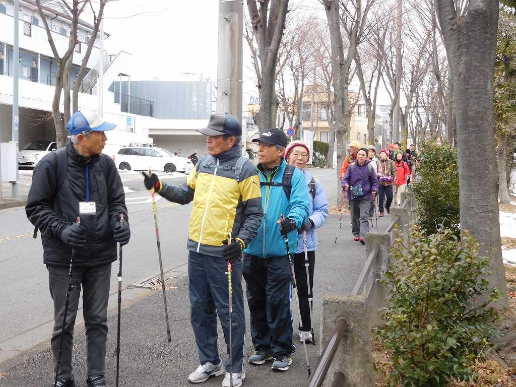 富士塚公園は雪が残っており、入れず