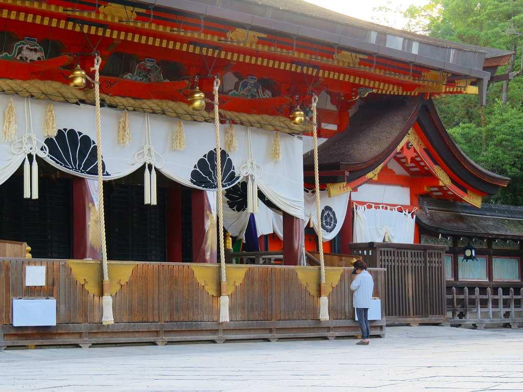 祇園祭りの朝 ひとり八坂神社に祈る