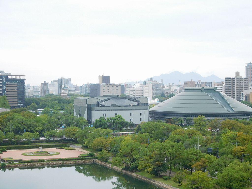 広島城天守からの眺め 原爆ドームもかすかに見える