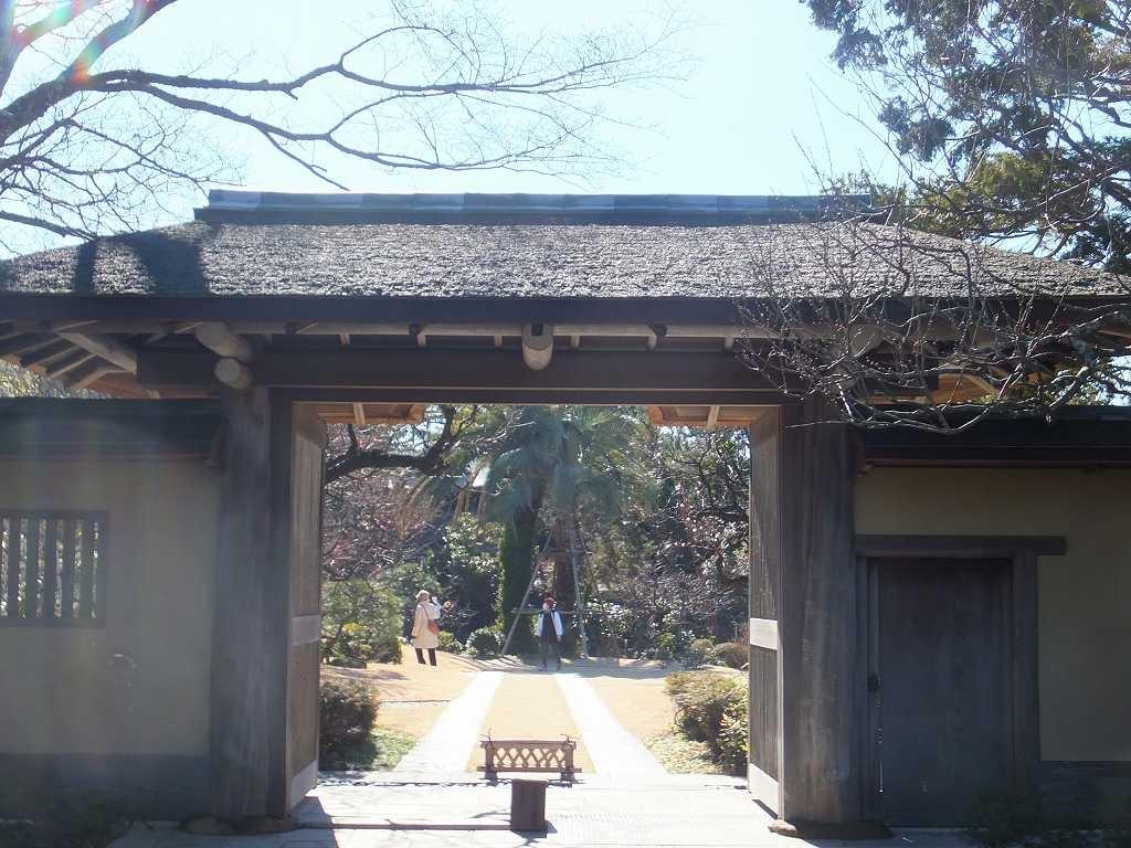 旧吉田邸「兜門」を通って邸内へ