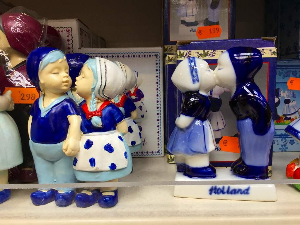 可愛いデルフト焼きの人形