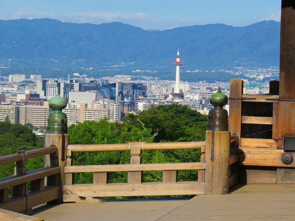 清水の舞台から眺める京都タワー