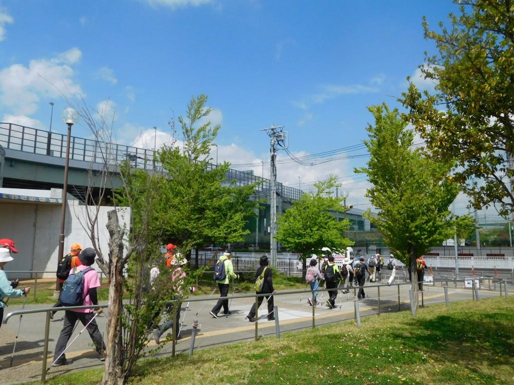 谷本公園をスタート  青空が綺麗です