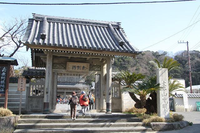 鎌倉で現存する近世仏堂のうちでも最大規模を誇る浄土宗光明寺