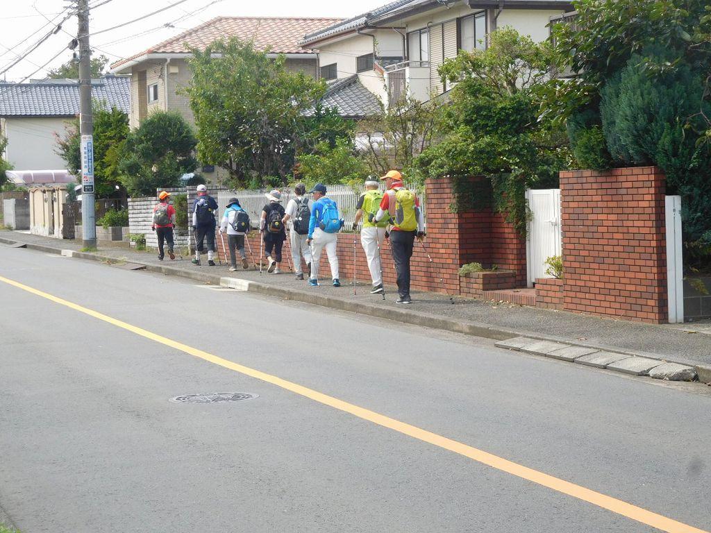荏田西4丁目の住宅地を歩く2班