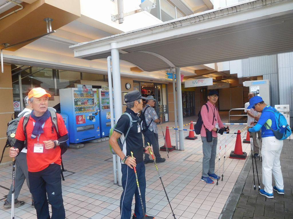青葉台駅で休憩 日曜日の為か人通りが少ない