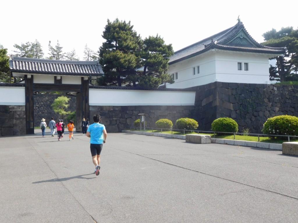 本日の集合場所「桜田門」 本日はランナーが多い