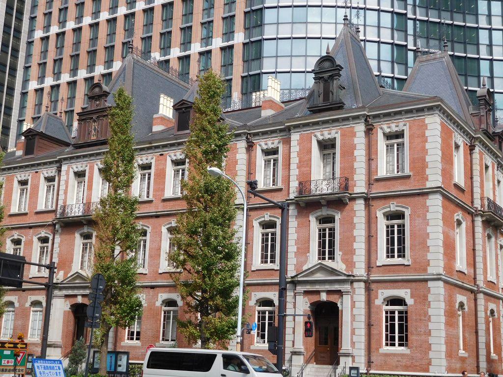 コンドル設計 三菱一号館 英国クイーンアン様式の外観の煉瓦造り