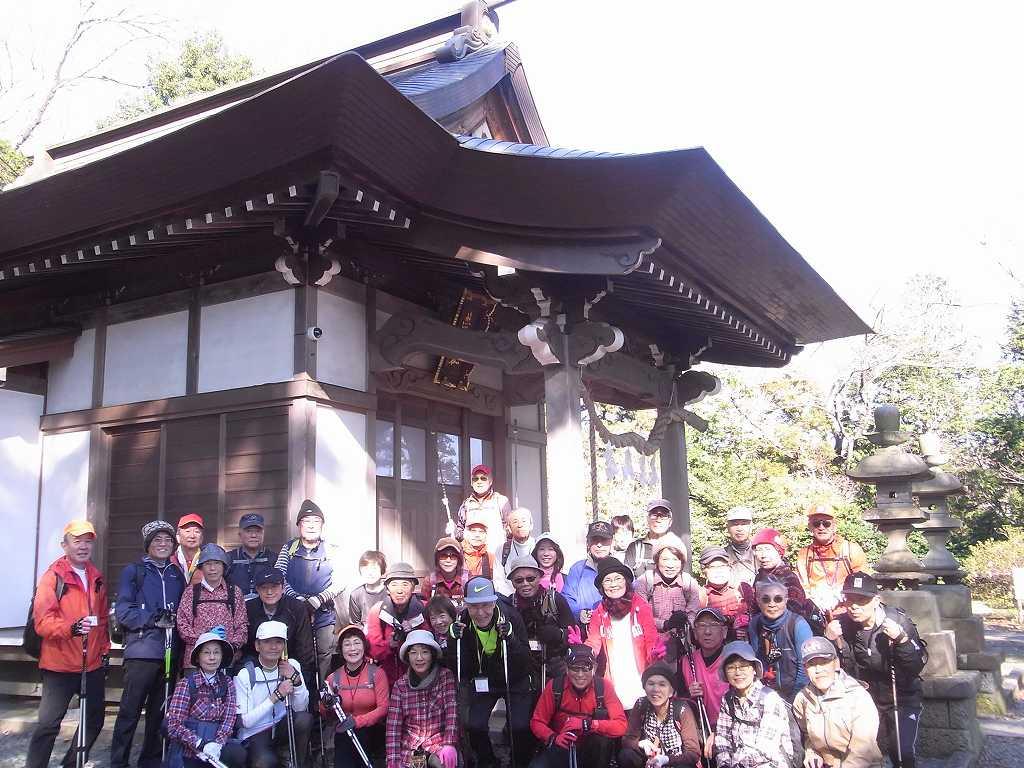 「熊野神社」参拝し笑顔での集合写真